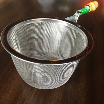STAINLESS STEEL STRAINERS W/BAMBOO HANDLE