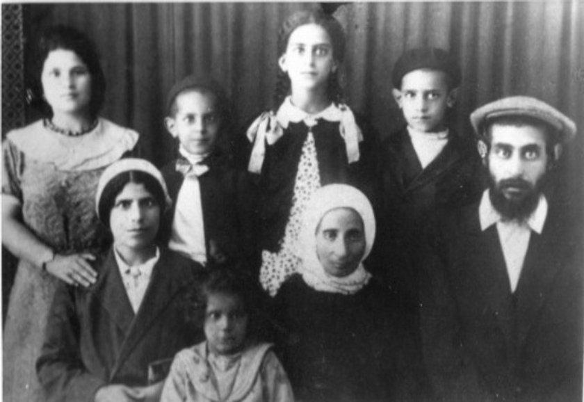 Harari family photo_edited_edited_edited_edited.jpg