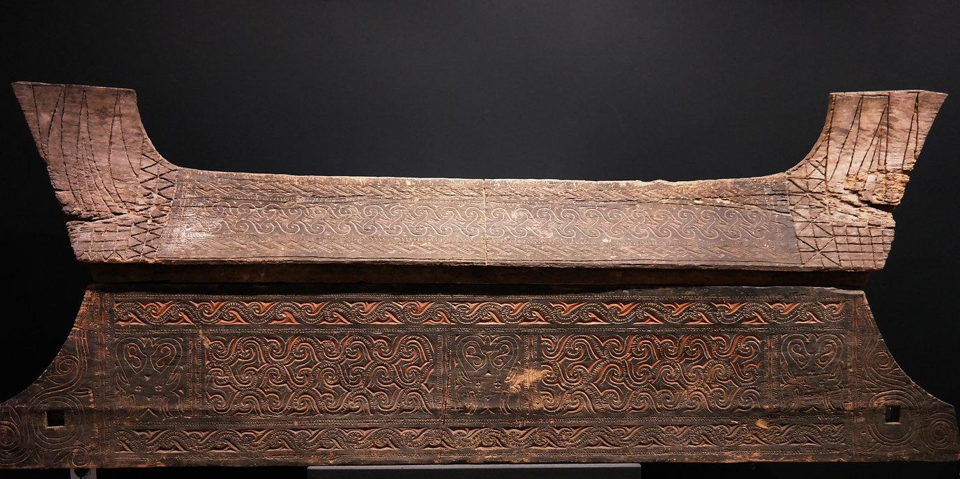 Sulawesi Burial / funeral / rock toms / tongkonan / coffin / hanging graves / sarcophage