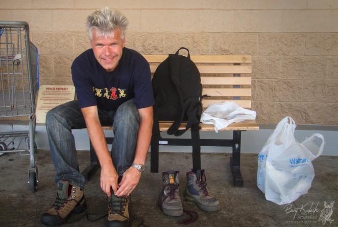 Schuh-Wechsel am Wal Mart bei Hilo