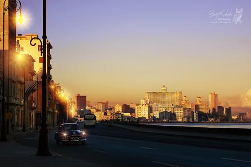Sonnen-Untergang am Malecon