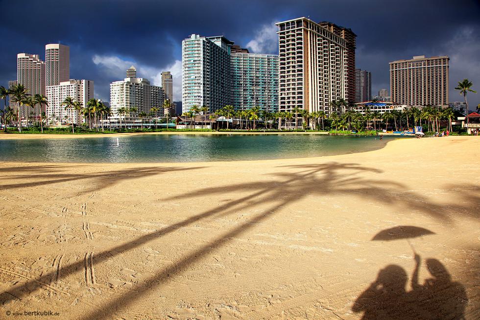 Am Rainbow-Tower in Honolulu