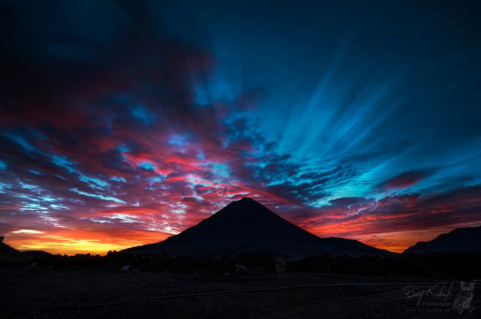 Sonnenaufgang hinter dem Pico Fogo