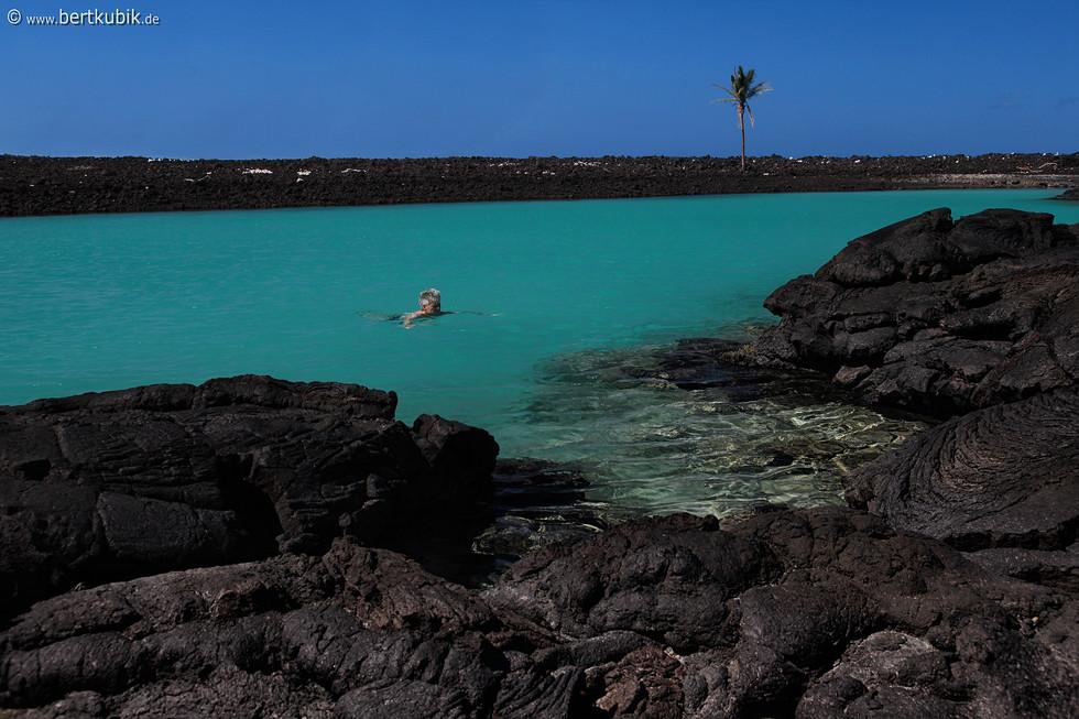 Baden in der Blauen Lava-Lagune