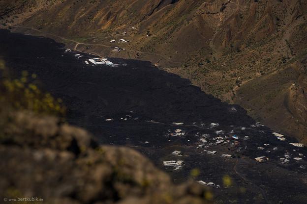Gipfel-Ausblick vom Pico nach Portela und der Casa Marisa 2.0