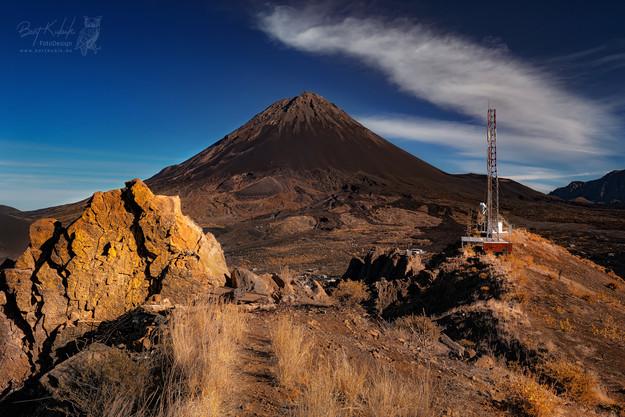 Auf dem Felsrücken mit dem Telekommunikations-Mast
