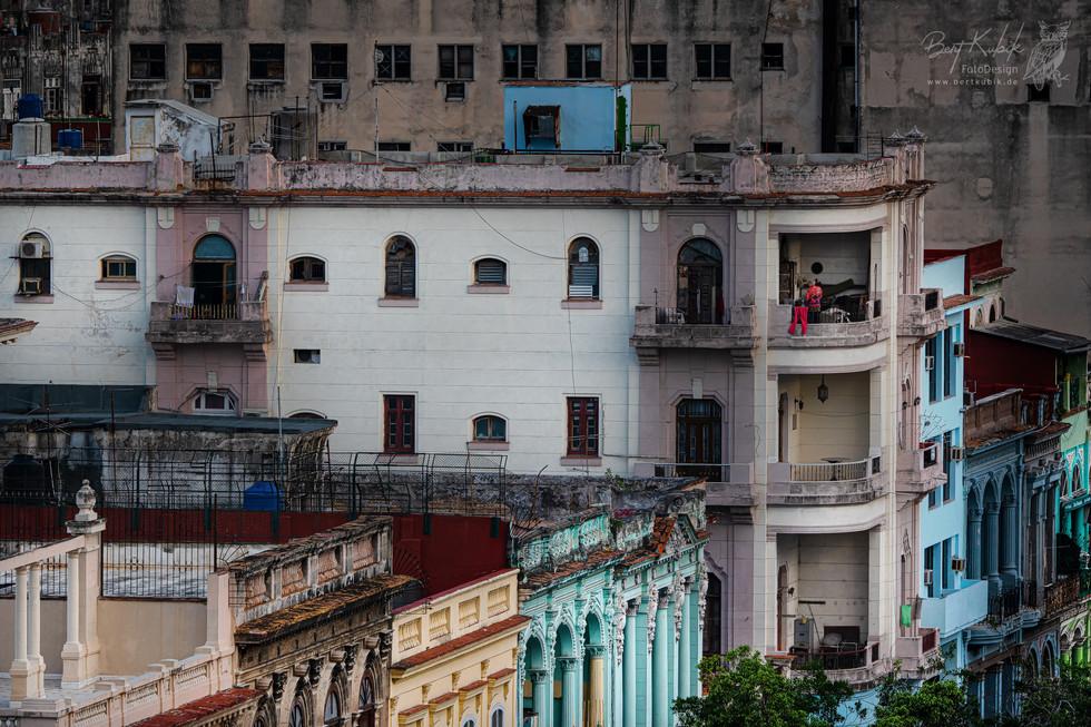 Häuserfassaden westseitig vom Prado in Havanna