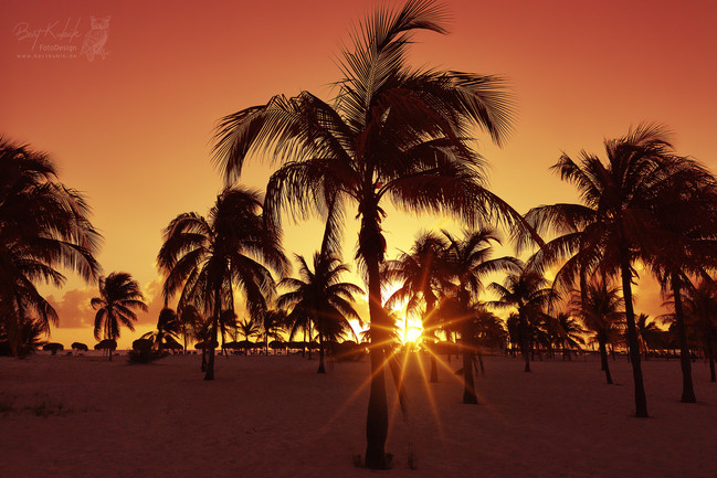 Traum-Sonnenuntergang am Traum-Strand