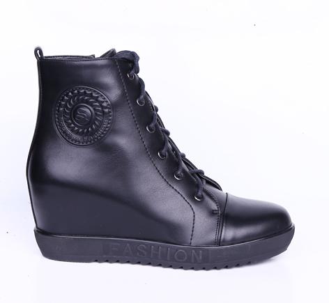 Ботинки, р.35-40, иск.кожа, цена-2930р, спец.цена-2510р.