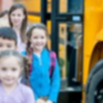 Kinder in der Schule angekommen