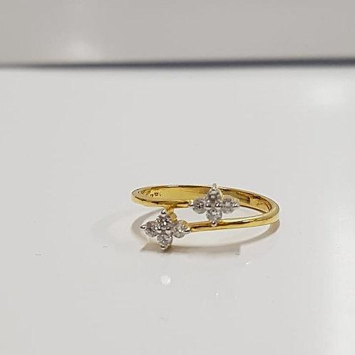 Diamond Crossover ring in 14k Gold