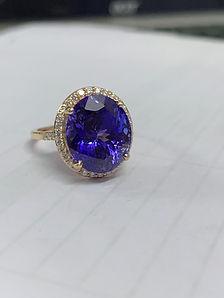 8 carat Tanzanite and Diamond Gold Ring