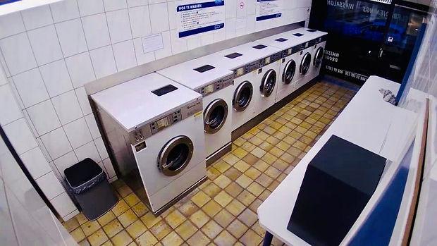 Dankzij onze industriele (7kg, 10kg en 16kg) wasmachines is uw was in een mum van tijd (max 50 minuten) gewassen, ongeacht de temperatuur die u wenst te gebruiken. Dit komt omdatdewatertoevoer van onze machines altijd de gewenste temperatuur heeft, waardoordezegeen opwarmtijd nodig hebben.