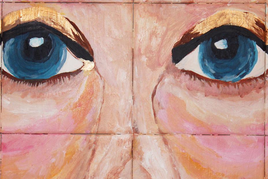 "Detail of Tile plateau ""Maria dos olhos de piscina"""