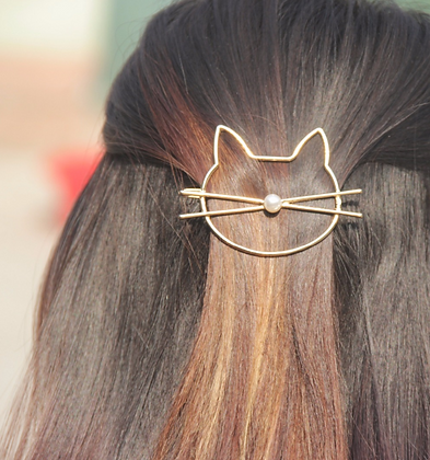 Cat Hair Clip Gold with a Pearl