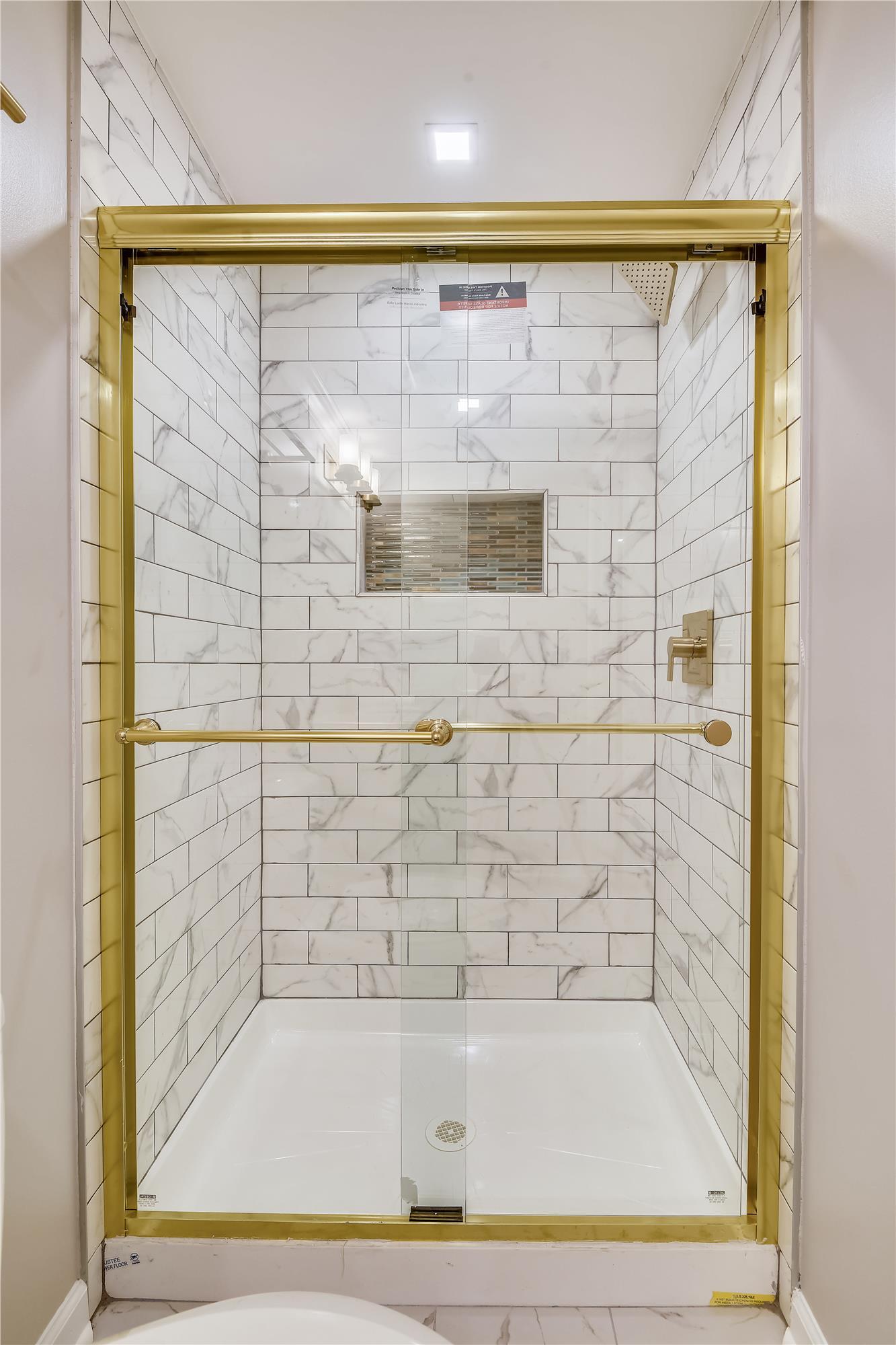 Lower Level-Shower-_DSC3233