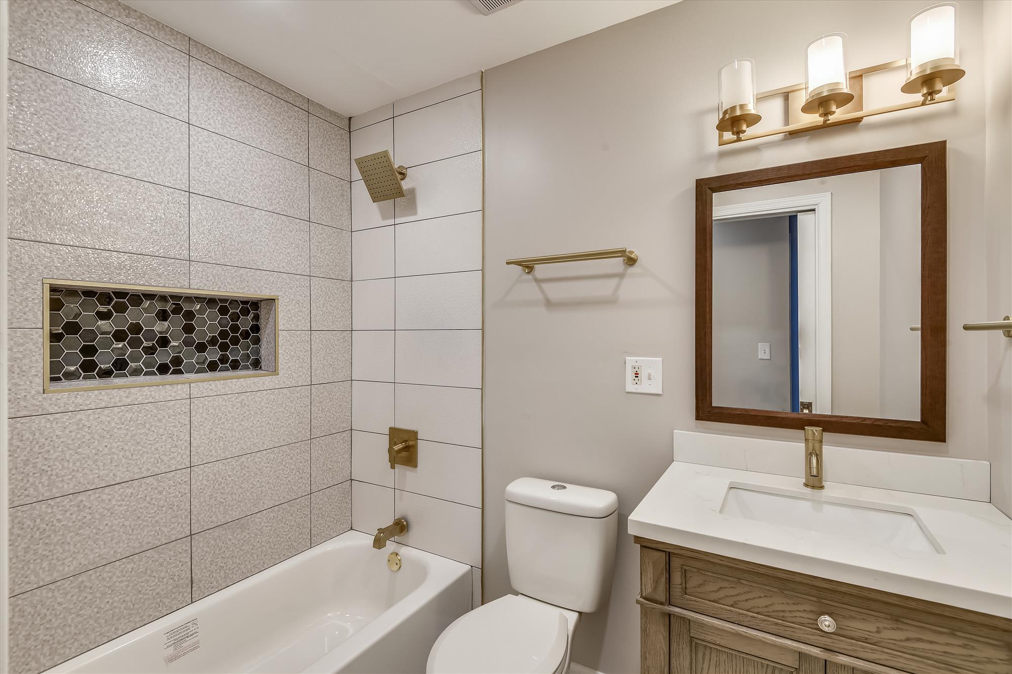 Main Level-Bath-_DSC3143