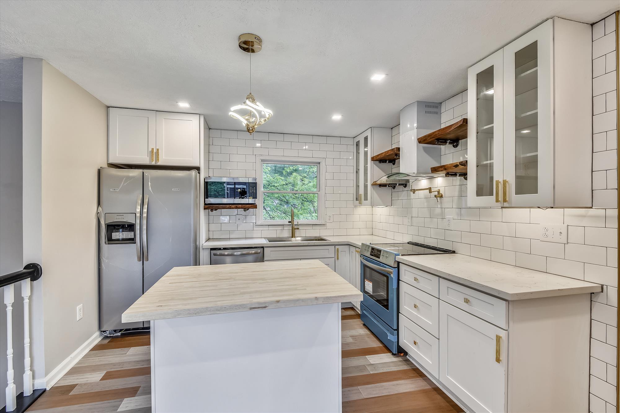 Main Level-Kitchen-_DSC3118
