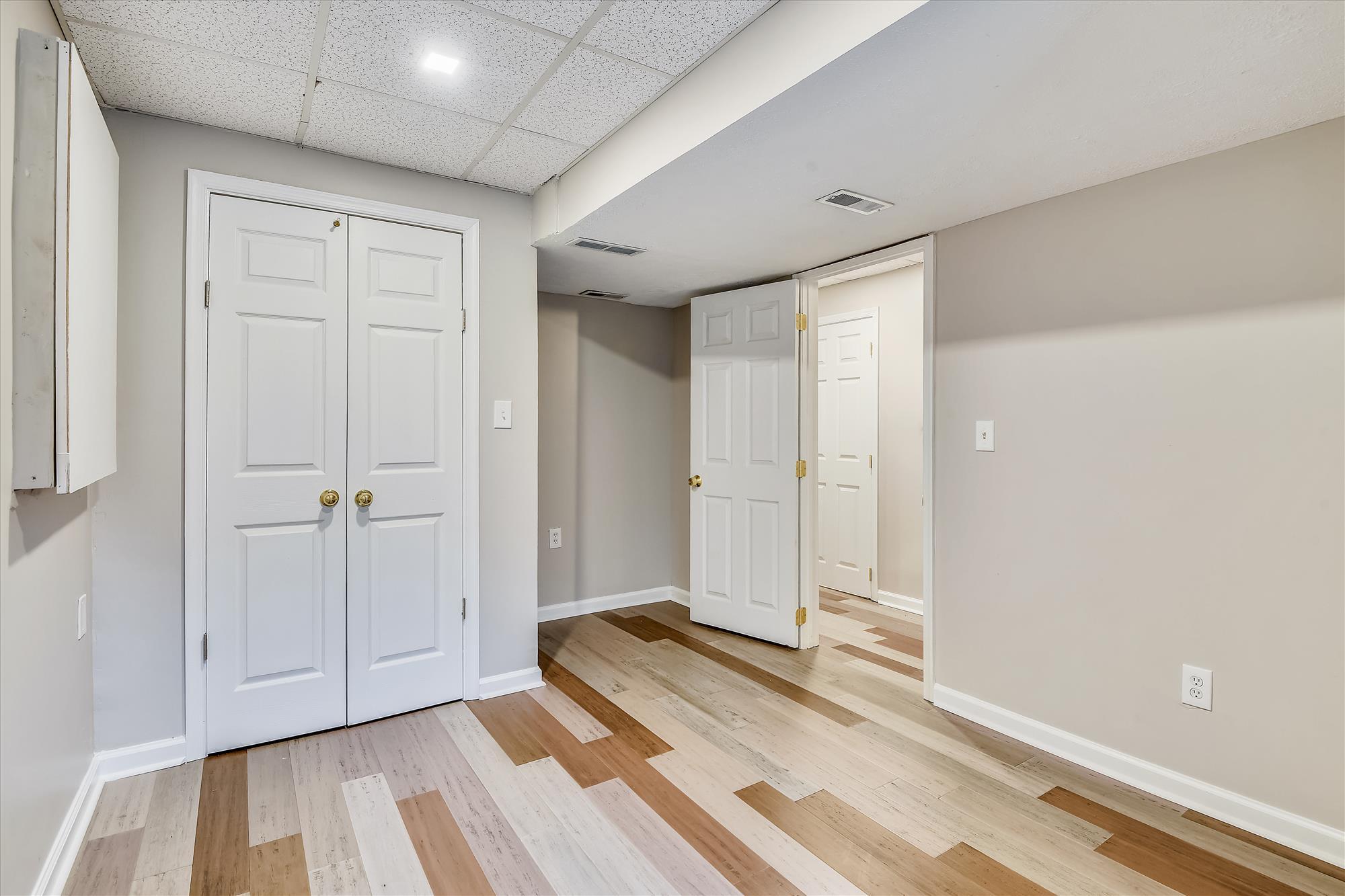 Lower Level-Bedroom-_DSC3248