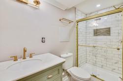 Lower Level-Bath-_DSC3228