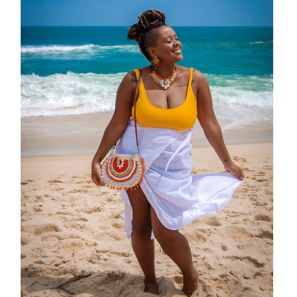 Acessórios: @crioulacriativa Foto @minimalfotografia Produção @sra.luiz Make @cismartins Modelo @raykipenz Look: @afrobeachbrasil
