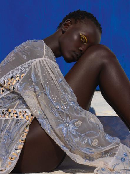 Modelo sul-sudanesa, Shanelle Nyasiase, é capa da Vogue de dezembro