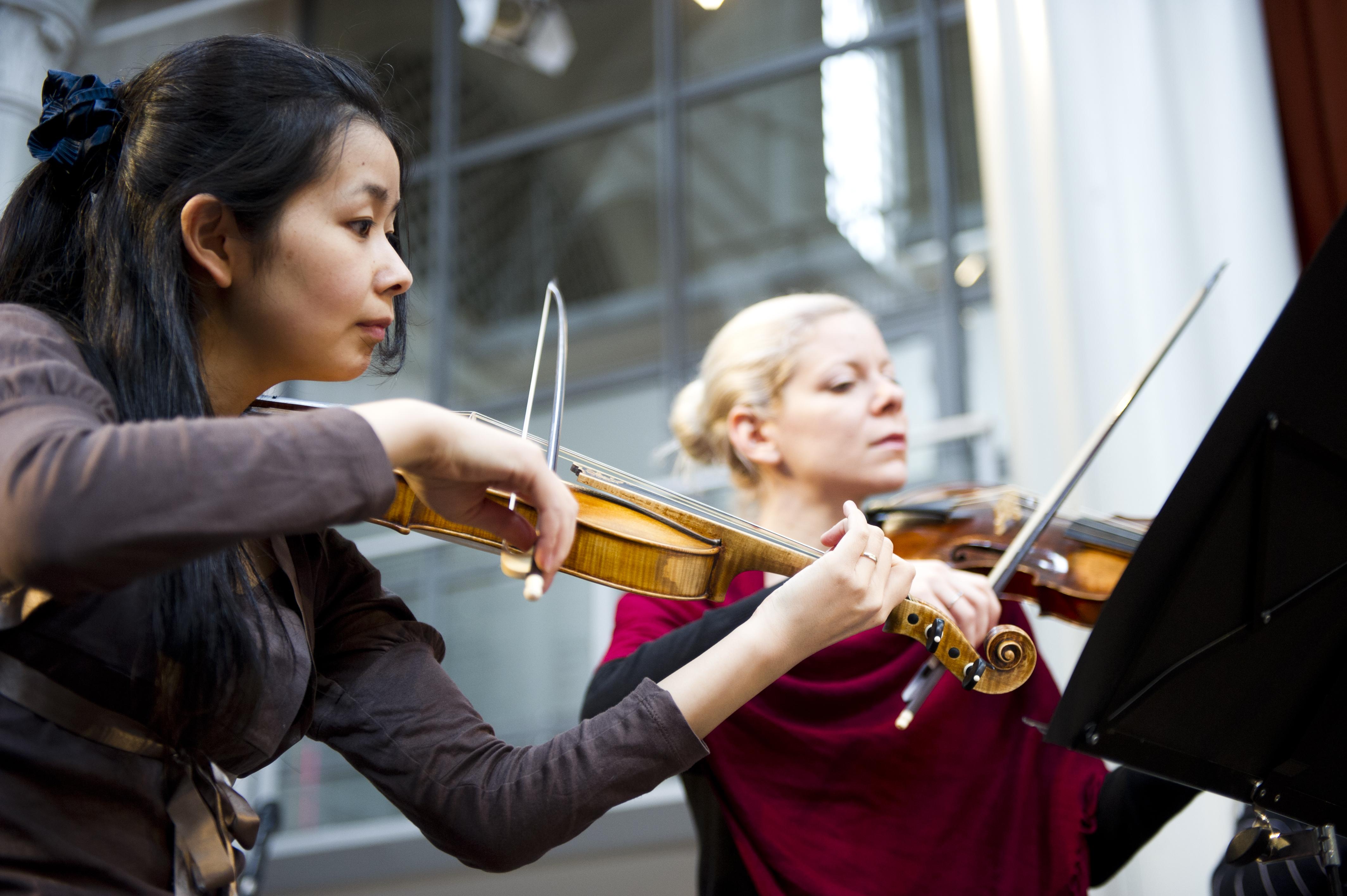 Tomoe Badiarova & Zoe Pouri