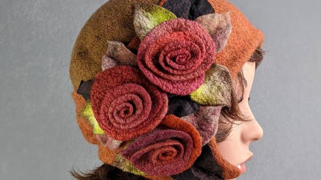 Hut mit Rosen