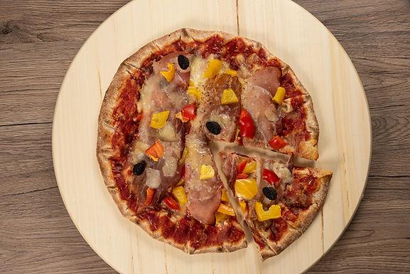 Pizza maison avec jambon fumé cru d'Alsace