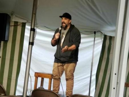 Kent Beer hosts Comedy Show