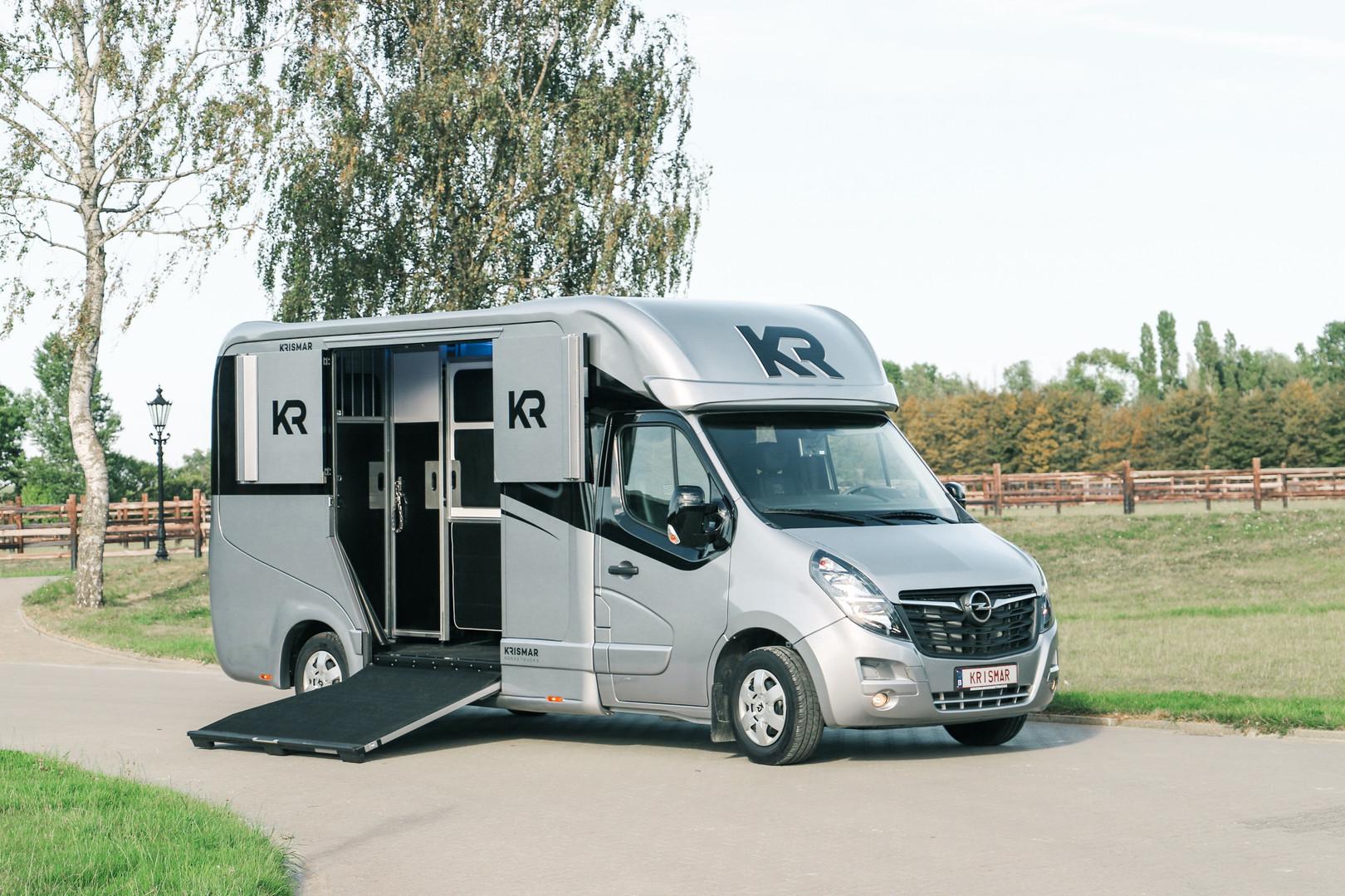 krismar 2 horse truck 5973.jpg