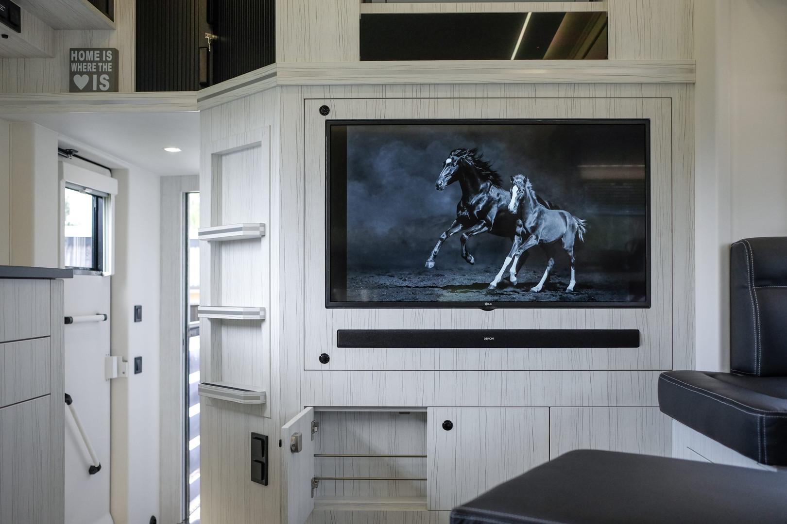 EXCLUSIVE HORSE TRUCK BUILT BY KRISMAR 1
