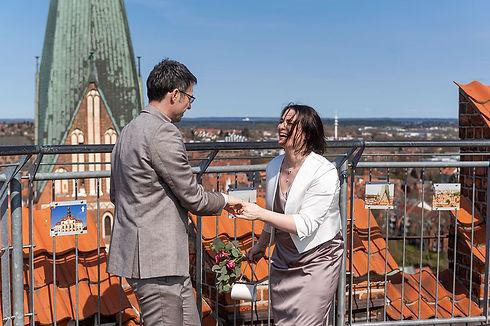 Wasserturm_Lueneburg-Hochzeit-Brautpaar_