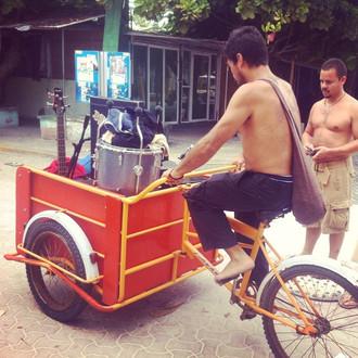 Jorge finds transportation
