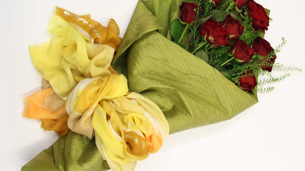 Fascio di rose con Pashmina