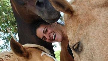 אישה עם סוסים