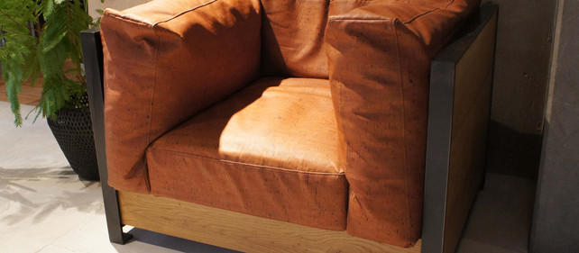 木と鉄のソファ