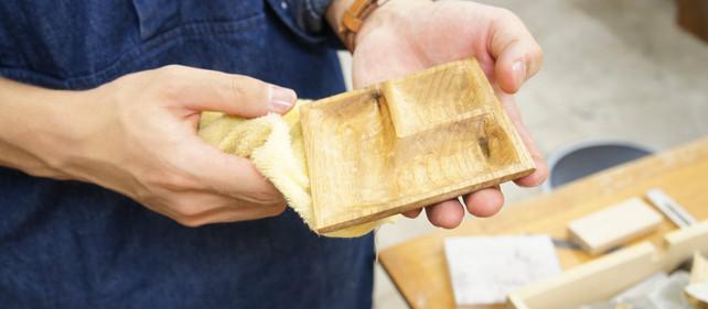 くるみの木で豆皿をつくるワークショップ