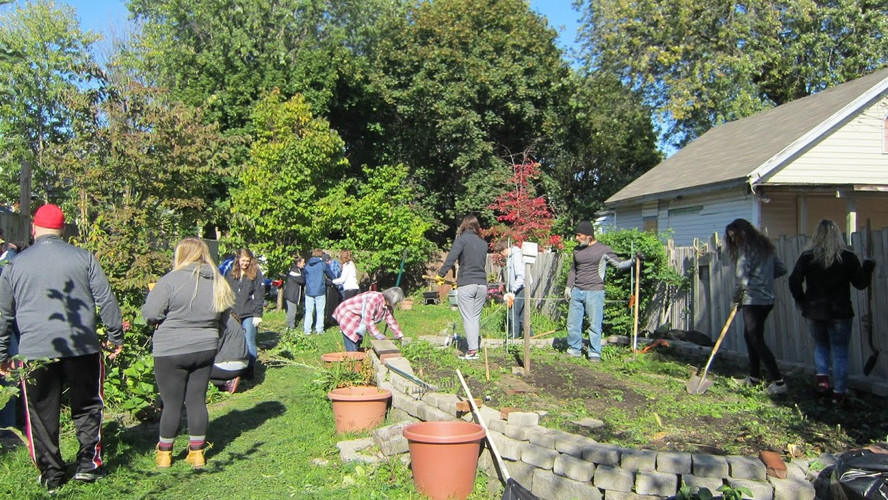 DYC at the community garden Oct'17 009.J