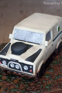 Land rover, classic car, car cake, scuplted cake, birthday cake, landy, sussex cake maker, illusion cake, car cake