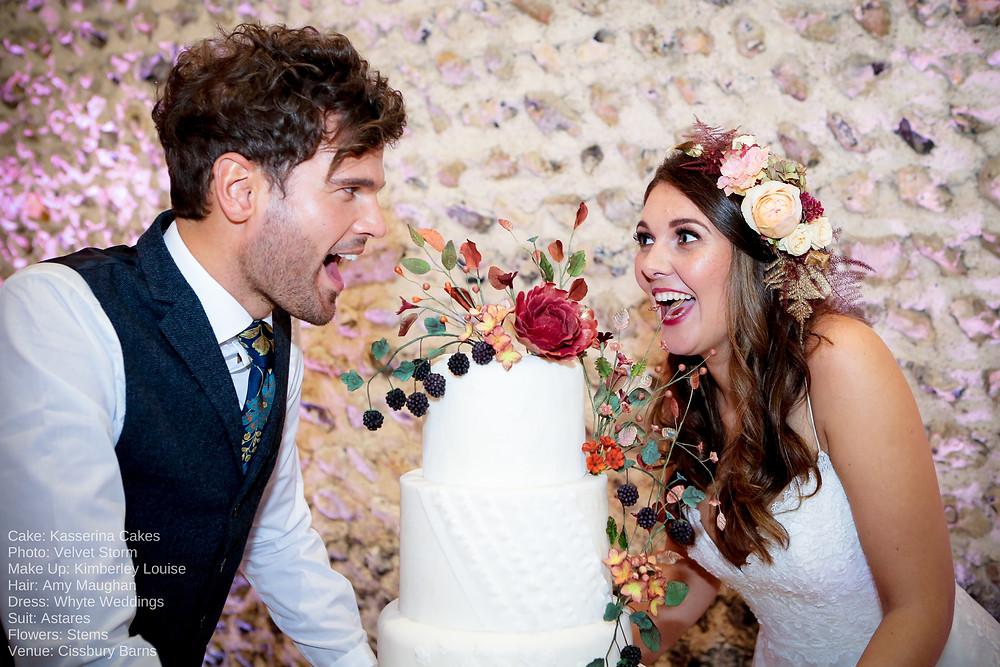 #sussexwedding #surreywedding #sussexweddingcake #wedddingcake #moderncakedesign #thehappycouple #redrosecake #surreybridal #sussexbridal