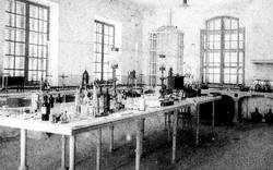 640_400-chemist.jpg