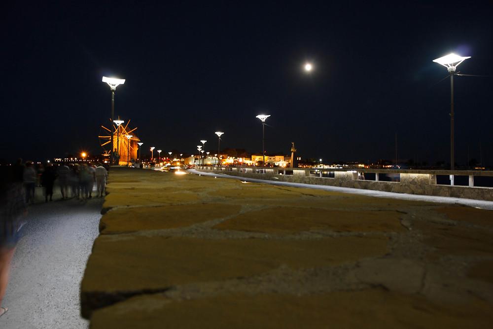 Стена старого города Несебр ночью