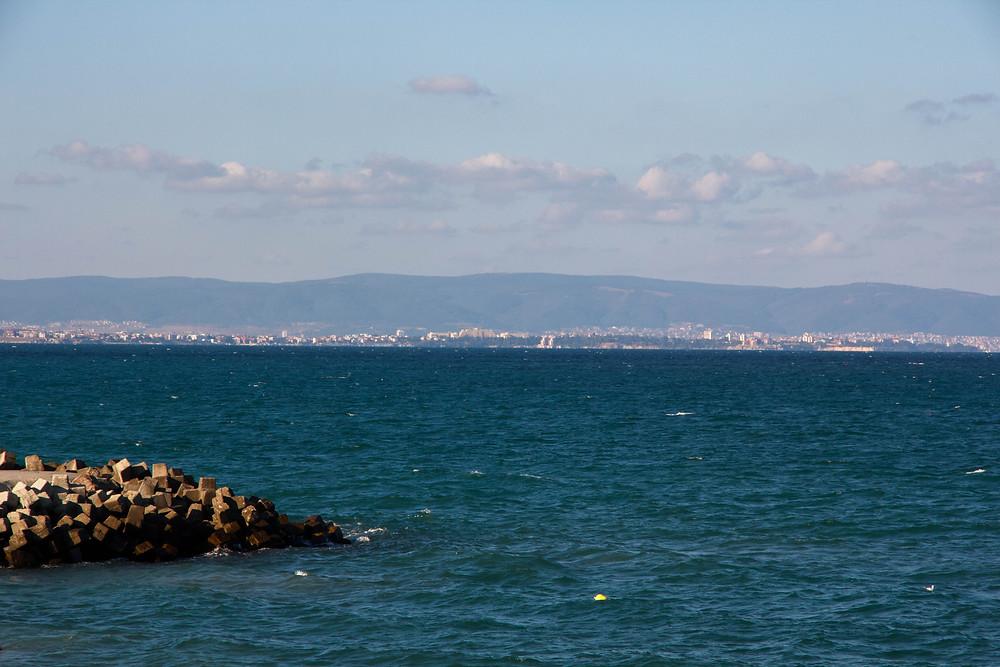горы, город и море в Болгарии