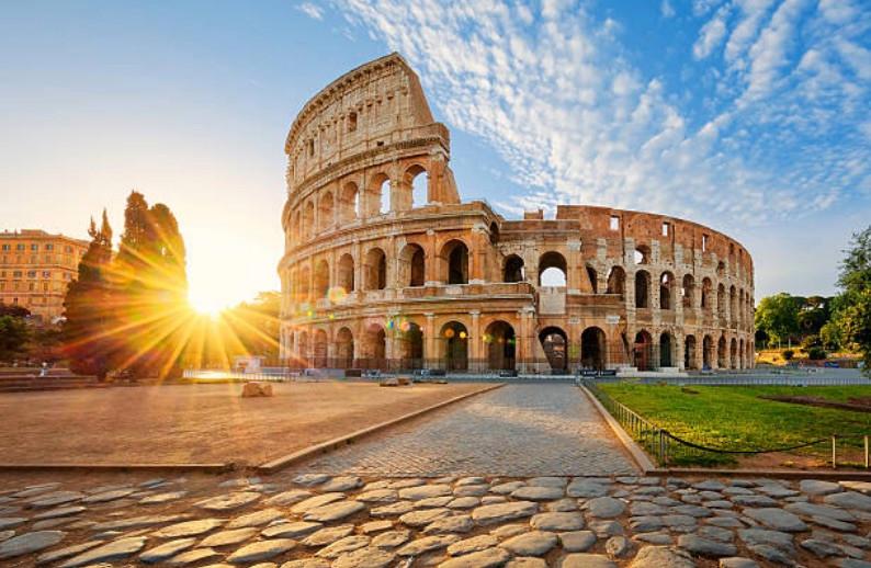 Votre Service de Location de voiture avec chauffeur fera un arrêt de 2 jours pour vous faire visiter Rome
