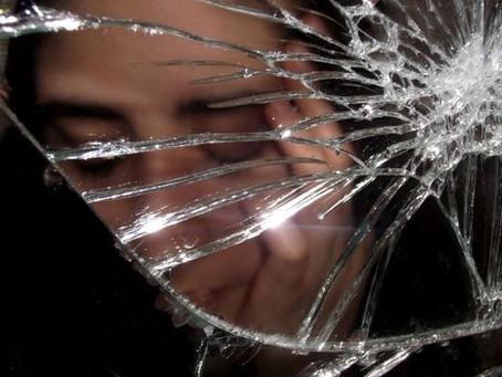 Body Dysmorphia - the Crack in the Mirror