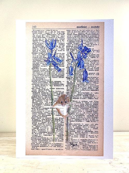 Dwergmuisje op blauwklokjes - fine art print (A5)