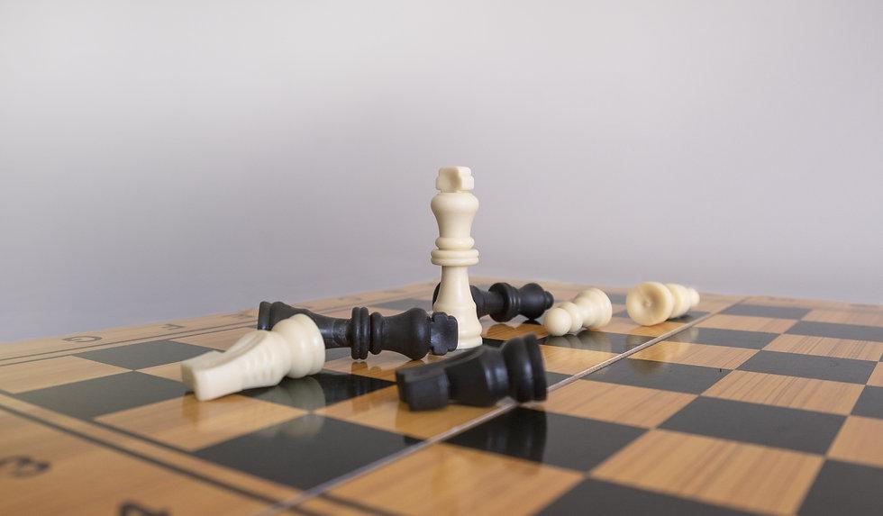 closeup-shot-chess-figurines-chessboard-