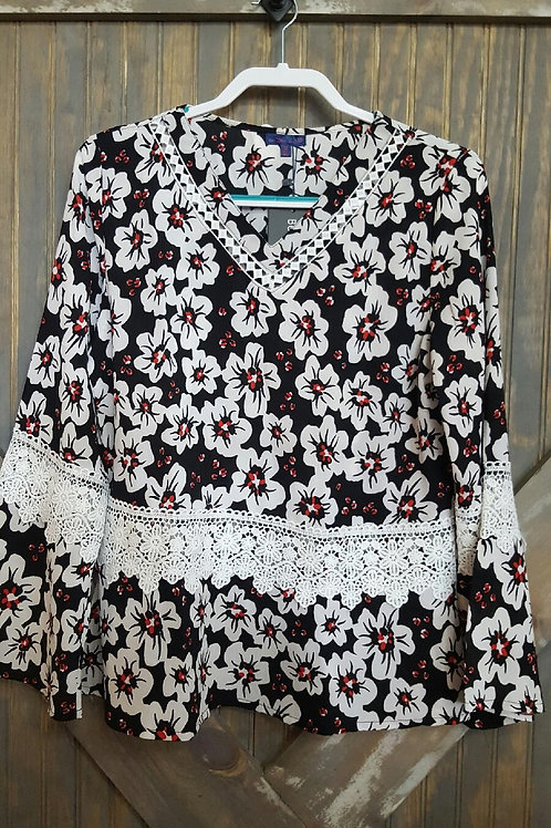 Floral/Lace Bell Sleeve Blouse