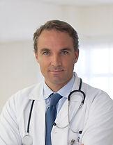 医師はネクタイを着用します